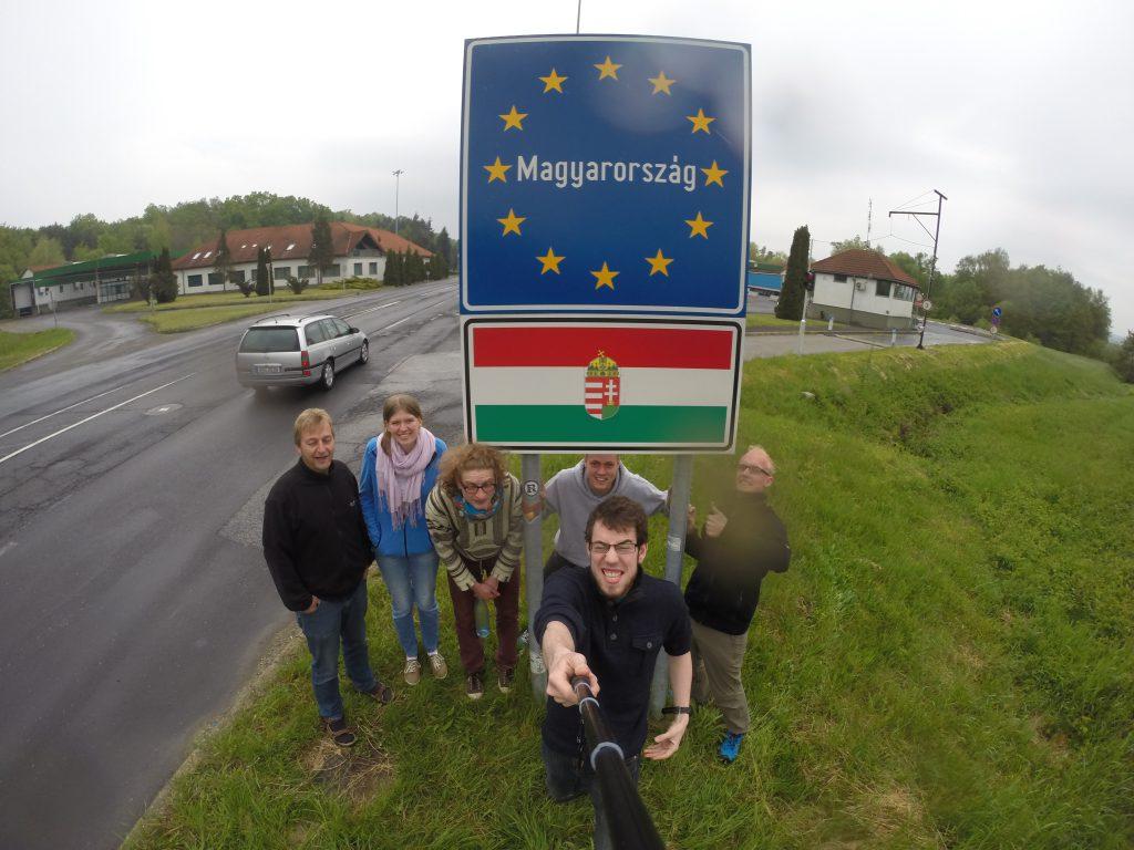 Selfie als Rallyeaufgabe am österreichisch-ungarischen Grenzübergang