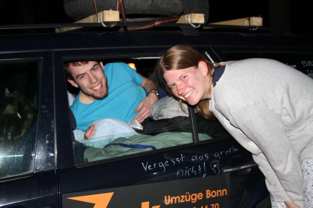 Julian und Robertah beim Gute-Nacht-Lied